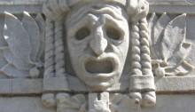 Figur på kirke